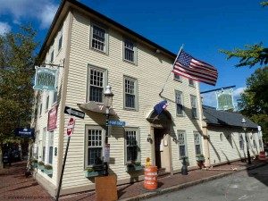Warren Tavern Charlestown - by Bunker Hill